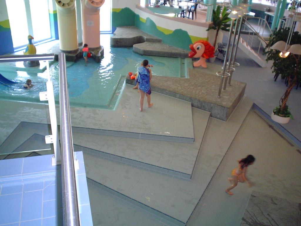 Schwimmbad Wellness 002
