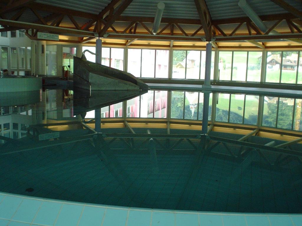 Schwimmbad Wellness021