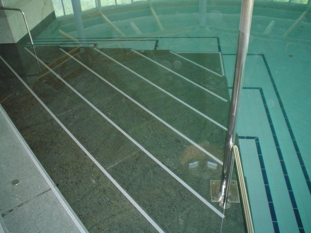 Schwimmbad Wellness024