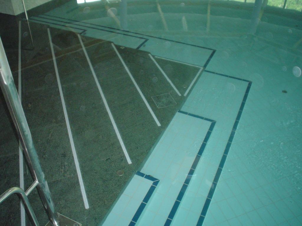 Schwimmbad Wellness026